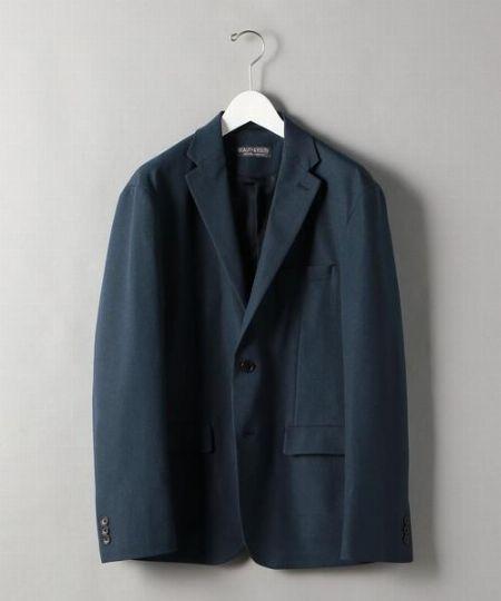 ネイビージャケット×ホワイトパンツ