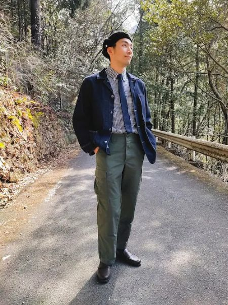 ホワイト×ブルーのツートーンコーデで爽やかに