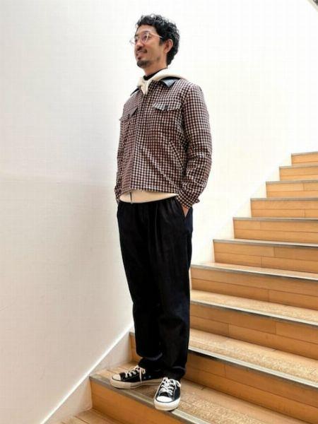 半袖無地トップス×長袖ギンガムシャツの重ね着で遊ぶ