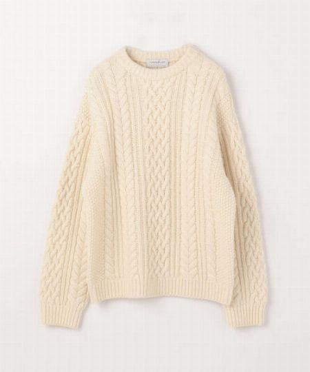 ▼タイプ2:素朴な白のケーブル編みニットを使ったアーシーな着こなし
