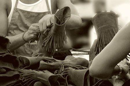 我々の足元をいつでもやさしく包み込んできた『ミネトンカ』とはどんなブランド? 2枚目の画像