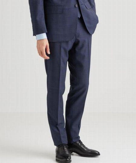 ▼ポイント2:パンツの丈感はハーフクッション程度で