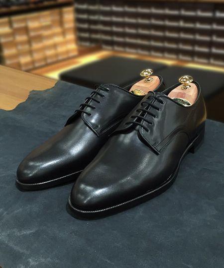 大切な革靴を長持ちさせるためには、彼らに休息を与えられる革靴が必要