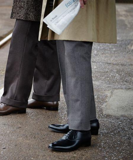 大切な革靴を長持ちさせるためには、彼らに休息を与えられる革靴が必要 2枚目の画像
