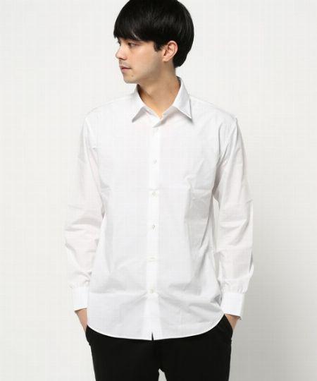 (D)白シャツ:ドレススタイルのコートなら人を選ばずマッチする