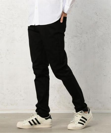 (E)ブラックデニム:チェスターコートに限らず、秋冬ファッションの味方
