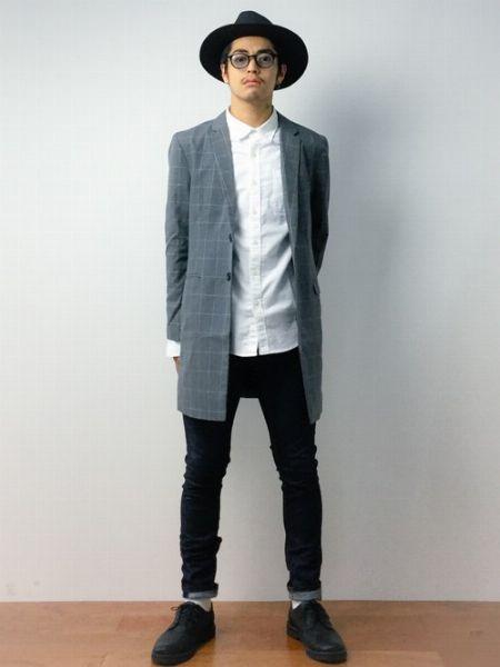 (D)+ (F):チェスターコートのチェック柄が決め手。ホワイトシャツでコート主役のスタイリング