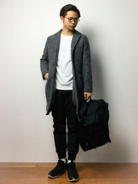 (G)+ (I)+ (K):チェスターコートに白Tベースでまとめるスポーツファッション