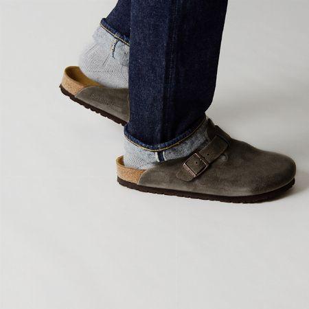 サンダルだけど一年中活躍。クロッグサンダルは靴下と合わせても楽しめる