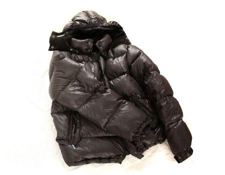 街にあふれるダウンジャケット。ベーシックな一着は頼れるけど、やや物足りないかも