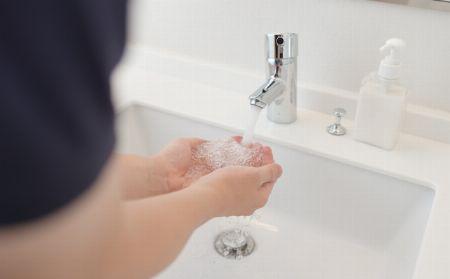 冬は寒いから、熱いお湯で洗顔して目を覚ますのが朝の日課