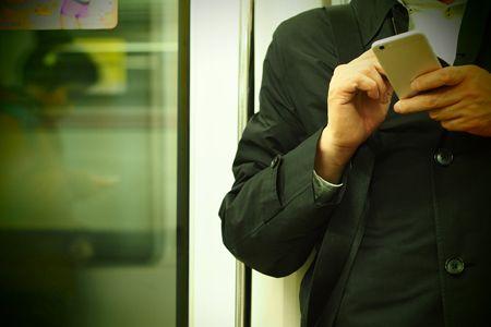その3:帰りの電車の窓に映る自分の顔にびっくり! た、たるんでる……!