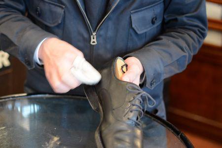 プロが伝授。革靴磨きの正しいステップとコツ 4枚目の画像