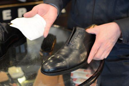 プロが伝授。革靴磨きの正しいステップとコツ 9枚目の画像
