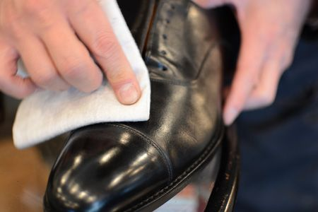 プロが伝授。革靴磨きの正しいステップとコツ 11枚目の画像