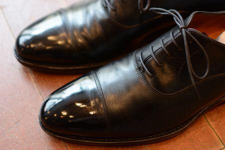革靴は、磨き続けてようやく完成するアイテム