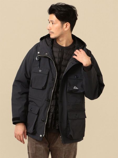 単色のジャケットだとバランスが取りやすい