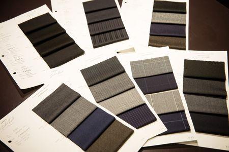 ステップ1:まずはスーツの生地の色柄を決めましょう! 2枚目の画像
