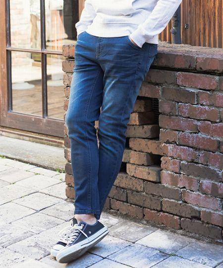 若者だけじゃない。大人もストレッチジーンズでスマートな装いを