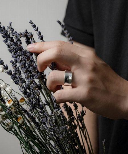 結婚を意味し、愛や絆を深める