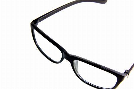 なんかイマイチ……。自分のメガネ姿に満足していますか?