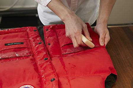 4.汚れた部分に直接石けんを塗る