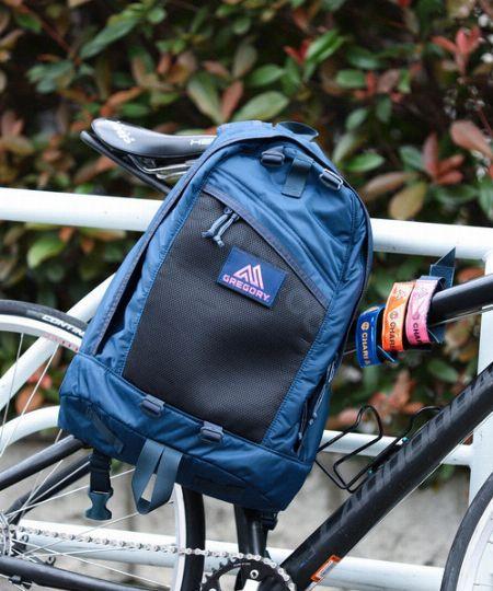 """創業当時から続く、""""着るバッグ""""という発想から生まれる背負い心地"""