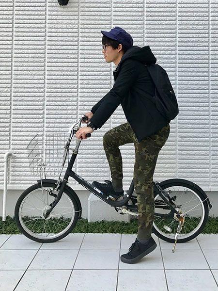自転車とリンクさせたブラック使いがポイント