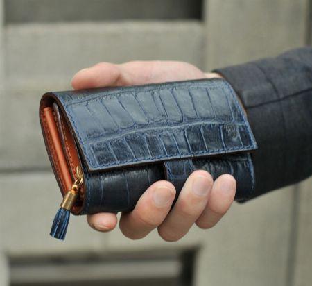 """まず検討したい。『フェリージ』の財布の代表格""""コロコロ""""とは"""
