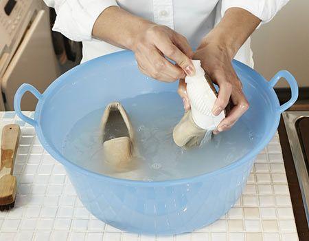 5.頑固な汚れはメラミンスポンジでこする