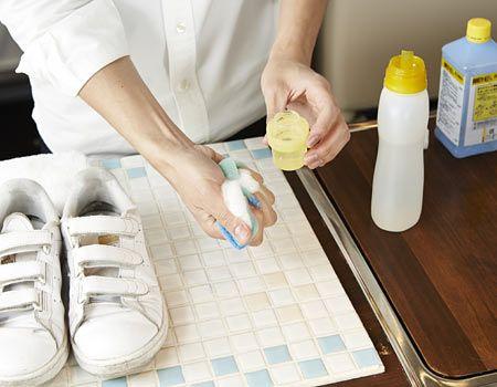 1.中性洗剤を薄めてスポンジにつける