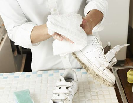3.タオルで泡を拭き取る