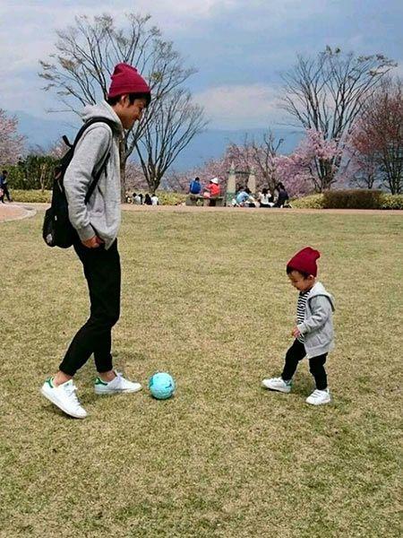 子供と一緒に思い切り遊ぶなら、ジョガーパンツのアクティブコーデ 2枚目の画像