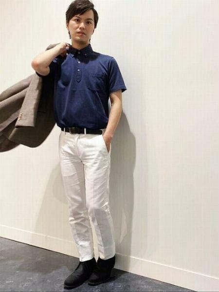 白いパンツで爽やかさを優先したポロシャツスタイル【カジュアル度:★★★★☆】
