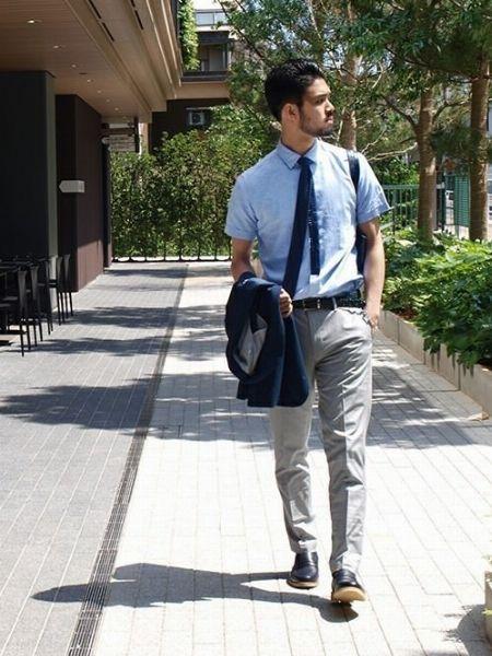 半袖シャツとニットタイでクールビズを上品に構築【カジュアル度:★★★★☆】