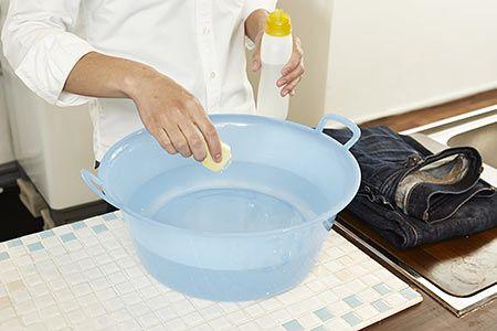 1.洗濯桶の水に中性洗剤を入れる