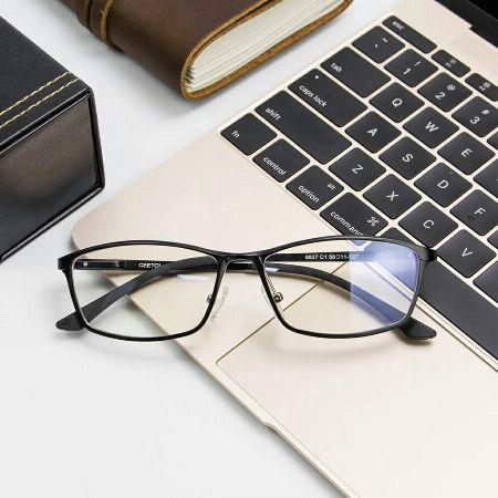 眼と体の健康のために。ブルーライトカットメガネで正しく対策を