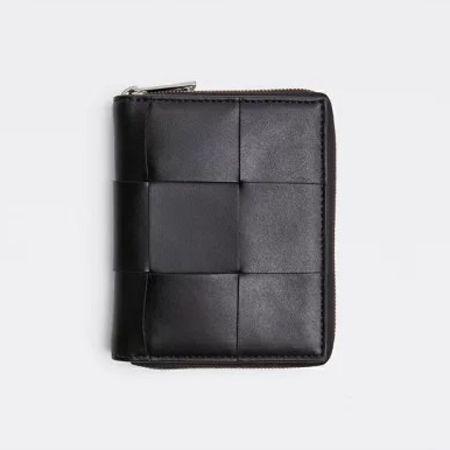 ラウンドジップ二つ折り財布