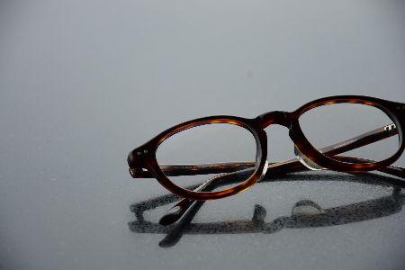 大人にふさわしいアイウェアって、どんな眼鏡だろう……