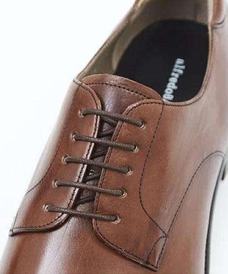 革靴のデザインの基本。外羽根と内羽根の違いとは? 2枚目の画像