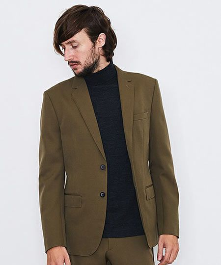 今季注目株。洒落感抜群のカーキのテーラードジャケットも人気急上昇