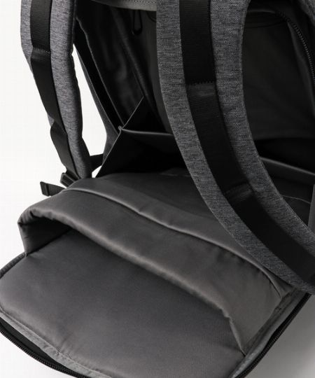 PCスリーブやポケットなどの内部収納もしっかり完備
