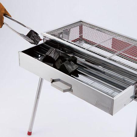 炭を入れやすい引き出し式ロストル