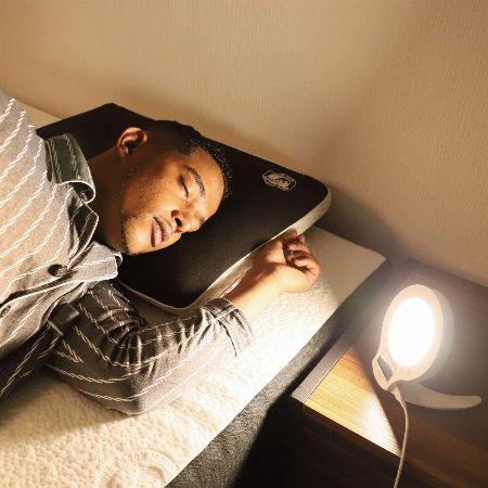 人間の本能を利用。「光」で起こすタイプの目覚まし時計