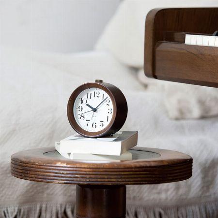 スマホも良いけど、お気に入りの目覚まし時計なら寝起きも心地良い