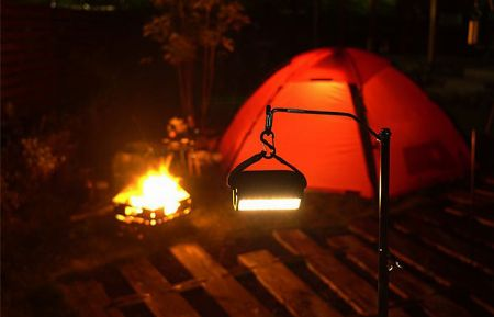 キャンプサイト全体を照らす「メインランタン」