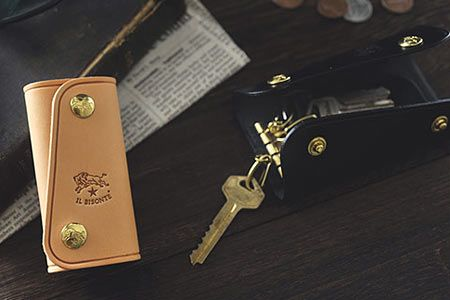 革小物の中でも人気の高いのがキーケース