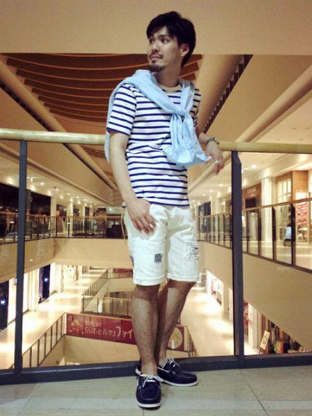 ボーダーTシャツ×ショートパンツ×デッキシューズで作る、王道爽やかコーデ 3枚目の画像