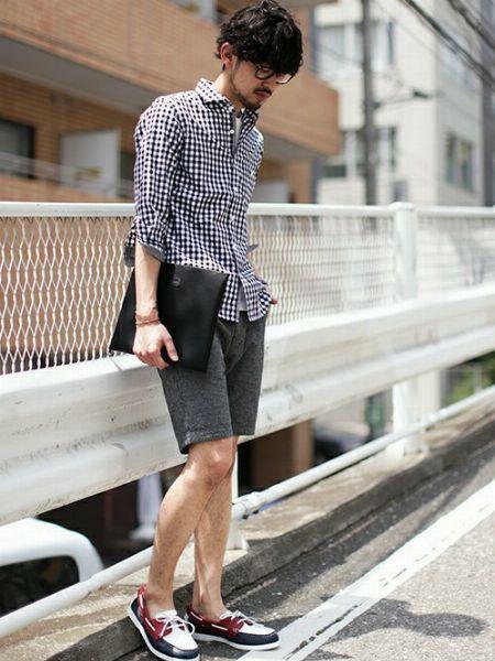 長袖シャツ×ショートパンツ×デッキシューズで作る、大人きれいめカジュアル