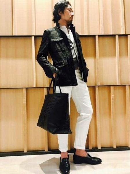 ブラック×ホワイトのドレス感が新鮮なスタイリング